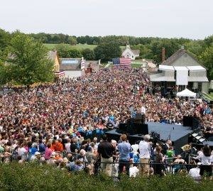 President Obama address large crowd in Living History farms 1875 town