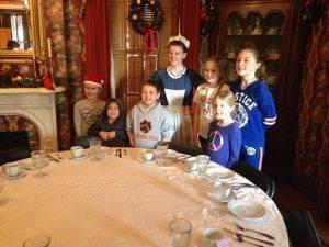 kids pose with historic interpreter at flynn mansion